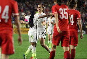 女足热身赛中国女足要坚强